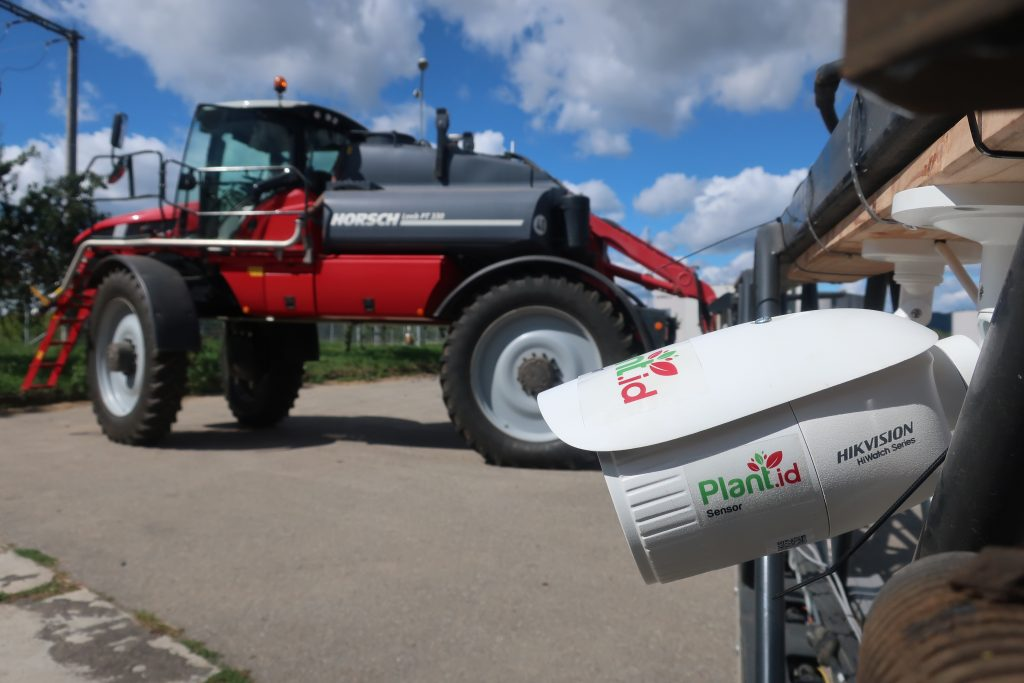 Plant.id Sensor device mounted on an agricultural sprayer