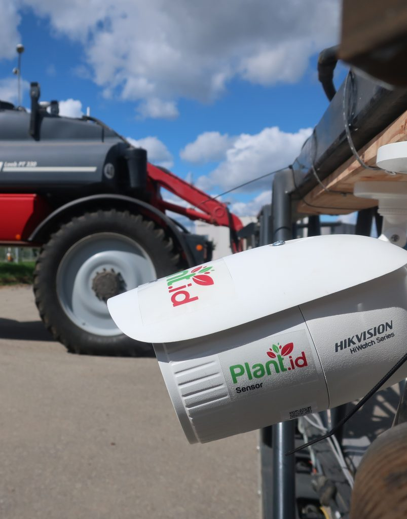 Plant.id Sensor canemra on the sprayer